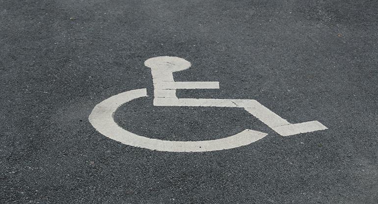 Handikapparkeringen flyttar in